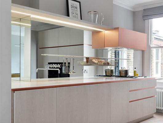 Зеркало на кухне — «кухонный фактук»